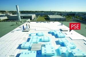 Knauf lance le Knauf Therm TTI Se, pour isoler de manière durable les toitures inaccessibles et les toitures techniques. [©Knauf]
