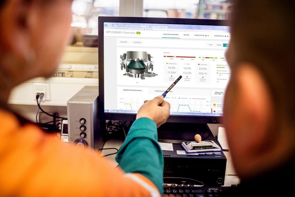 Avec le suivi des données de ses engins, Metso permet d'anticiper les besoins en maintenance et les pistes d'optimisation.  [©Metso]