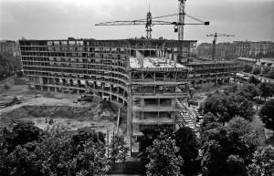 Forme en double Y, le bâtiment principal de l'Unesco a revêtu un caractère colossal pour l'époque.