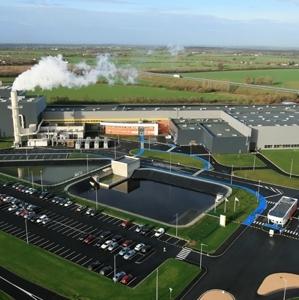 Une nouvelle ligne de production de laine de verre à souffler sera mise en route mi-2019 dans l'usine de Chemillé (49). [©Isover]