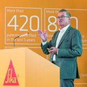 Paul Schuler a annoncé une croissance annuelle des ventes estimées à 8 %, avec un chiffre d'affaires, qui dépasse, pour la première fois, les 6 M CHF (5,2 M€). [© Sika ]