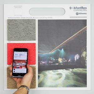 Les utilisateurs peuvent scanner le panneau à l'aide d'un smartphone et ainsi accéder à la matériauthèque en ligne. [©ArchiMaterial]