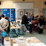 """Les jeunes visiteurs ont pu assister à un atelier """"Je fabrique mon béton coloré"""" organisé par le Cérib [©Cérib]"""