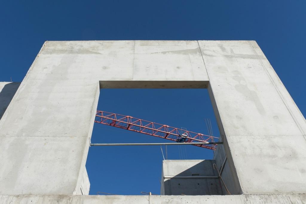 Ouverture - Coulage d'un béton Lafarge Thermédia par l'entreprise angevine Bonnel, dans le cadre d'un chantier de logements collectifs, à Avrillé (49). [©LafargeHolcim/H-A Ségalen]