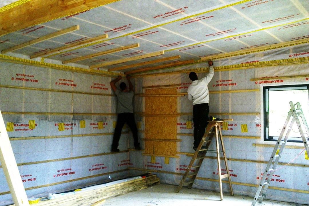 Maintenir dans la durée l'étanchéité à l'air du bâti implique l'usage de matériaux suffisamment durables et d'une main d'œuvre correctement qualifiée. [©Femat]