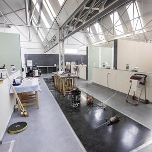 Le centre de formation dispose de tout le matériel nécessaire sur un chantier. [© Cermix ]