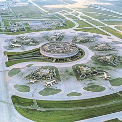 Le terminal 1 de l'aéroport Roissy – Charles de Gaulle a été mis en service en 1974, après dix ans de travaux. [©Paul Andreu Architecture]