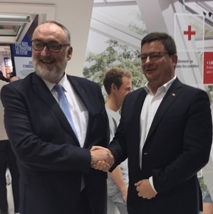 Patrick Liébus, président de la Capeb, et Benoît Fabre, président de Velux France, ont renouvelé leur partenariat. [©Capeb/Velux]