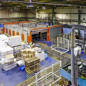 Au Royaume-Uni, l'usine de Wigan est désormais dotée d'une nouvelle machine automatisée. [©Tremco Illbruck]