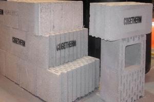 Bloc béton isolant issu du système Cogebloc. [©ACPresse]