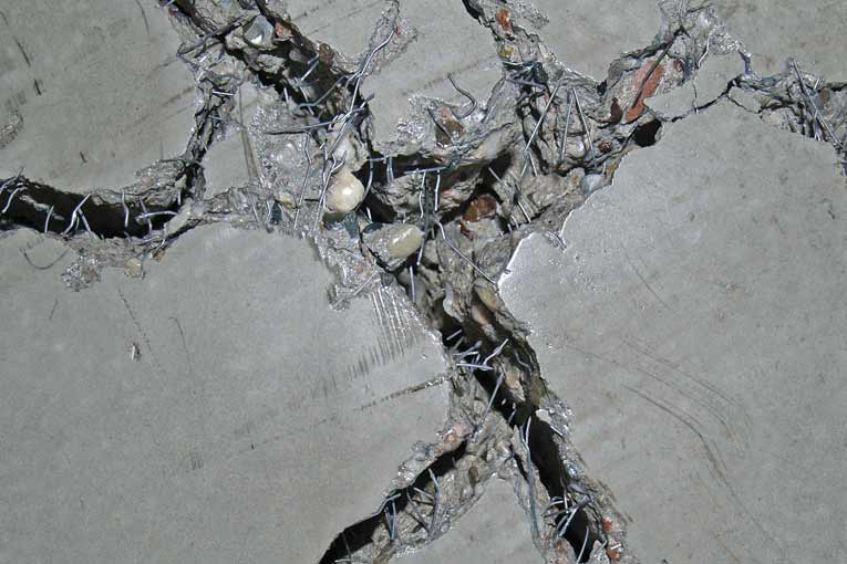 Les fibres métalliques permettent de ponter les fissures, pour en limiter l'ouverture. [©ArcelorMittal]