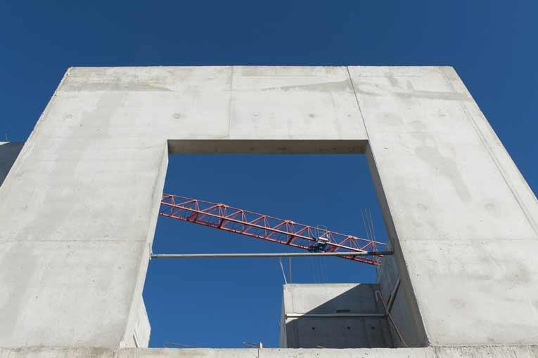 Coulage d'un béton Lafarge Thermedia par l'entreprise angevine Bonnel, dans le cadre d'un chantier de logements collectifs, à Avrillé (49). [©LafargeHolcim/H-A Ségalen]