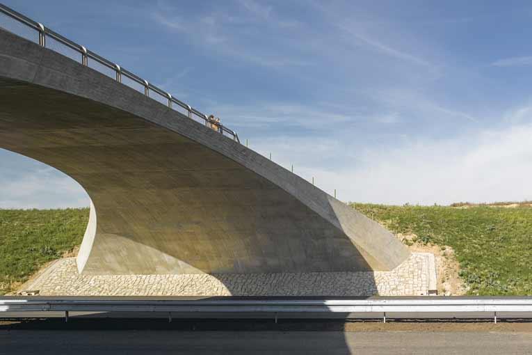 Ouvrage d'art réalisé à l'aide d'un béton formulé sur la base du ciment Ultimat de Vicat, le seul CEM I 52,5 N exempt d'aluminate tricalcique. [©Vicat]