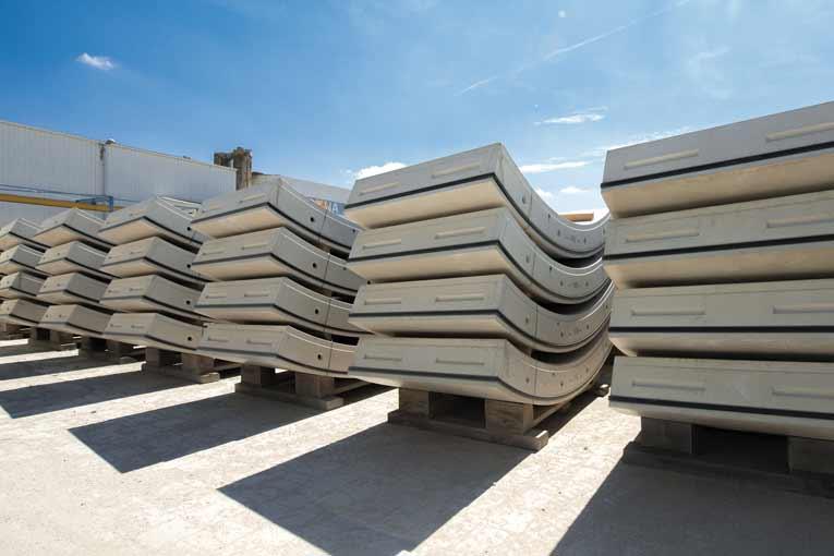 Les voussoirs armés classiques sont remplacés par des voussoirs en béton fibré sur deux sections particulières du tunnel cadre du lot T2. [©ACPresse]