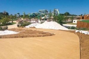 Sika a fourni la solution ColorCrete Terre de Dordogne pour rappeler les teintes du sable sur le chantier du O'Gliss Park. [©Sika]