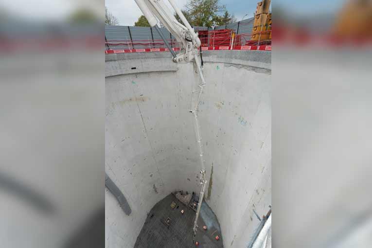 En négatif, la S 61 SX peut atteindre une profondeur de 45,70 m, tuyau d'extrémité en caoutchouc y compris. [©ACPresse]