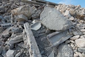 Les bétons de démolition vont pouvoir offrir une seconde vie à leurs constituants, granulats en tête. [©ACPresse]