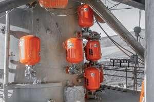 Les canons à cuve simple sont les designs les plus répandus dans les cimenteries, avec des séquences de feu toujours coordonnées et stratégiquement minutées pour prévenir les blocages. [©Martin Engineering]