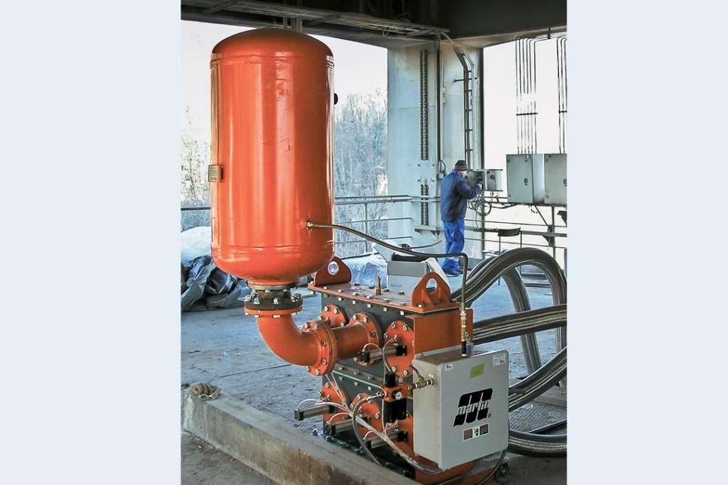 Le système à canons à air multi-ports délivre sa puissance, en utilisant huit entrées dans une colonne sans valve conventionnelle. [©Martin Engineering]
