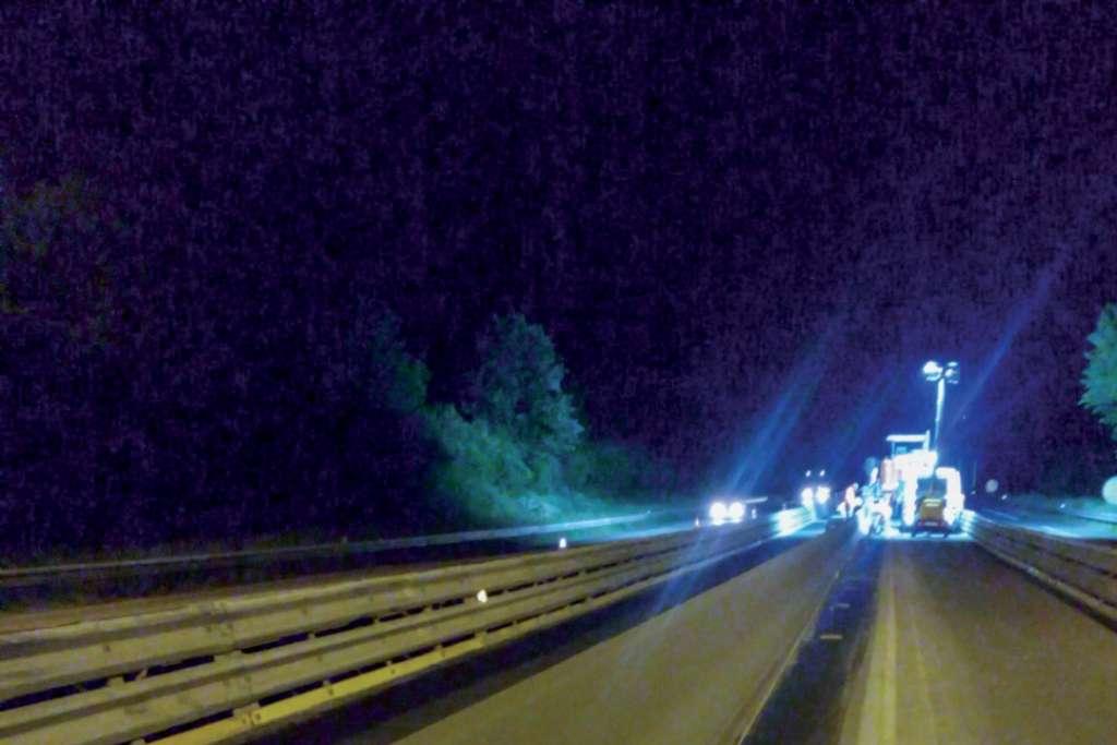 Mise en sécurité du terre-plein central de l'autoroute A 20 par remplacement des glissières en acier par des GBA.  [©Argeco Développement]
