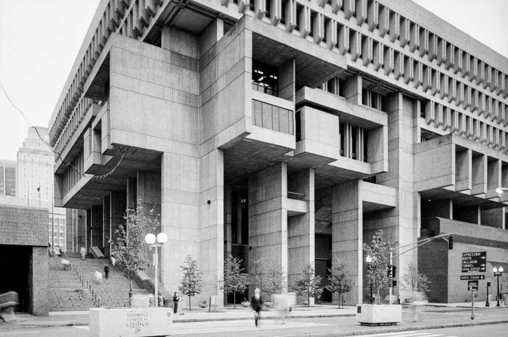 Kallmann McKinnell & Knowles / Campbell, Aldrich & Nulty : Boston City Hall, Boston, Massachusetts, USA, 1962–1969. [©Bill Lebovic 1981]