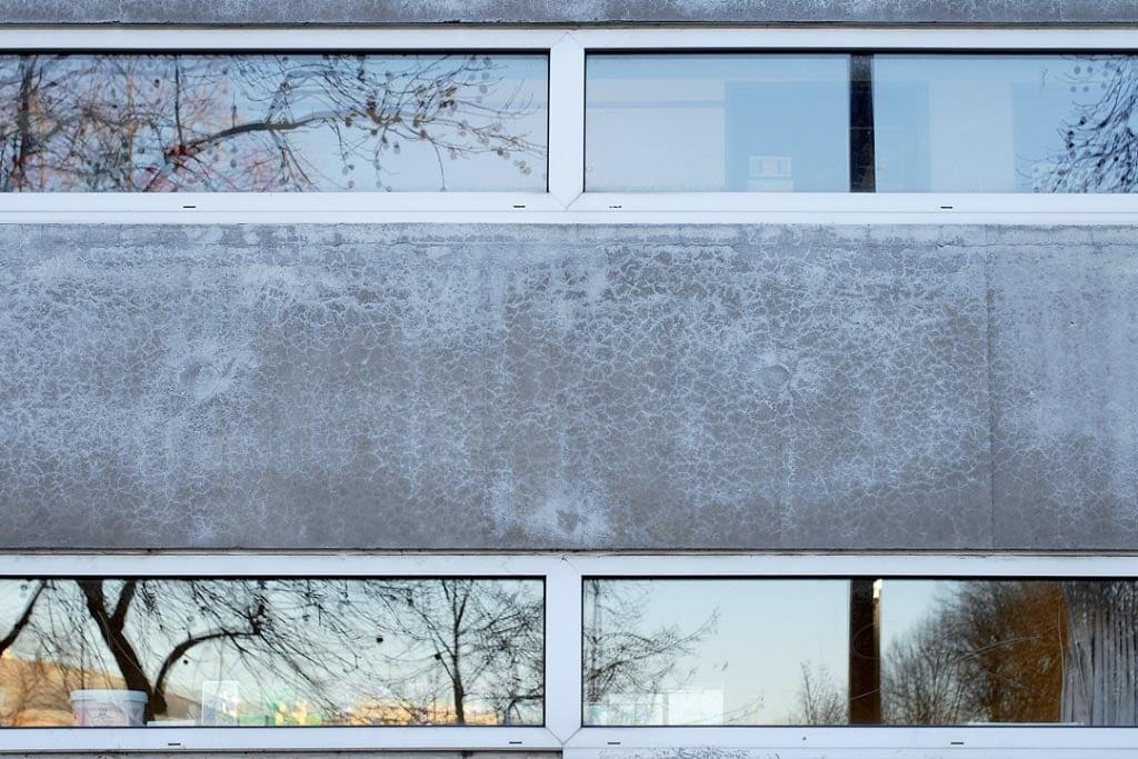 Exemple de faïençage de la façade d'un immeuble parisien. [©ACPresse]