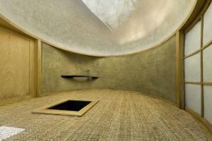 La Teahouse signée par les architectes de l'agence A1 Architects. Ici, des produits biosourcés ont été mis en œuvre en aménagement intérieur. [©Ester Havlová]