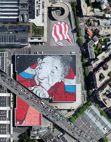 Paris abrite désormais la plus grande fresque d'Europe sur le toit du Pavillon 3 de Paris Expo Porte de Versailles, signée Ella &Pitr. [©Objectif Aero - Ludovic Delage]
