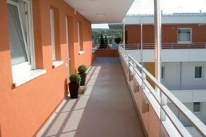 Sika propose aujourd'hui Sikafloor Spécial Balcons, un nouveau revêtement acrylique imperméable de protection pour balcons. [©Sika]