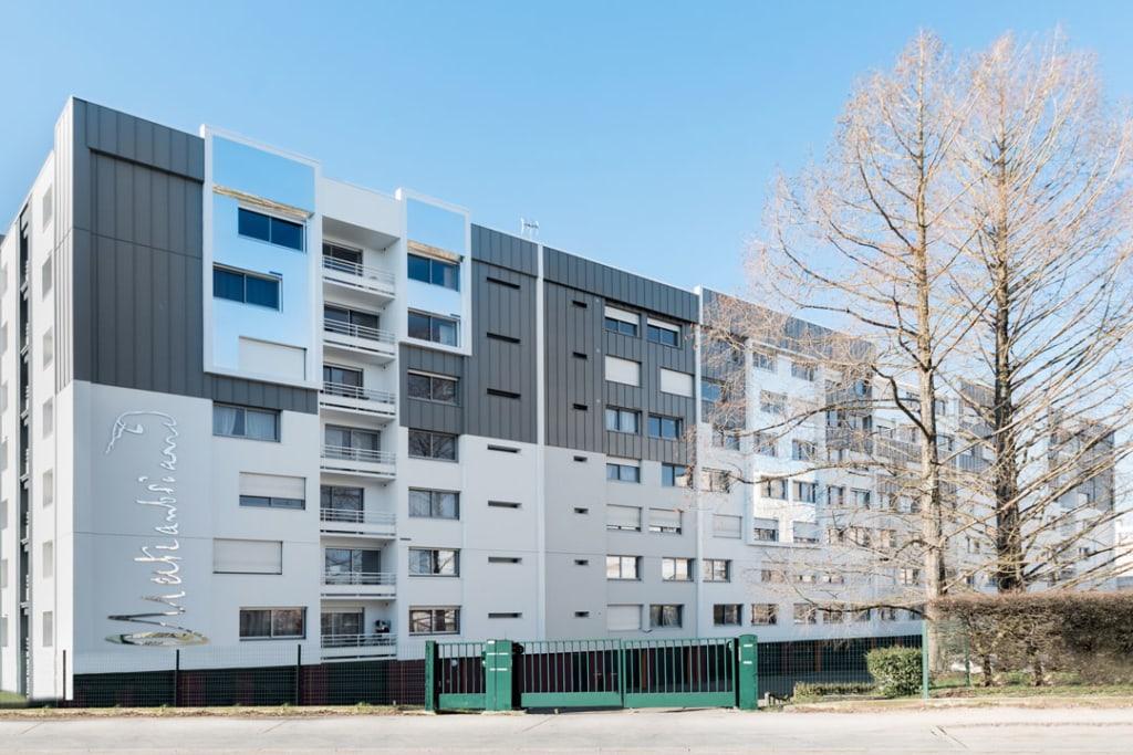 Myral a fourni ses solutions de revêtement de façade pour la rénovation de la Résidence Chateaubriand, à Dijon. [©Myral]