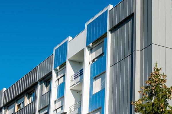 Le nouveau revêtement de façade a permis de diminuer de 92 % la déperdition thermique des parois. [©Myral]