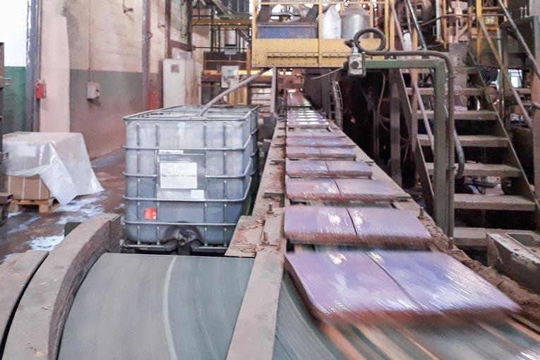 Le site Verberie de BMI Monier moule chaque année sur ses quatre lignes de production de 1M m2 de tuiles béton. [©Steve Carpentier]