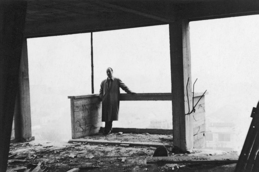 Jean Ginsberg sur un de ses chantiers dans les années 1950. [©Archives Philippe Dehan/DR]