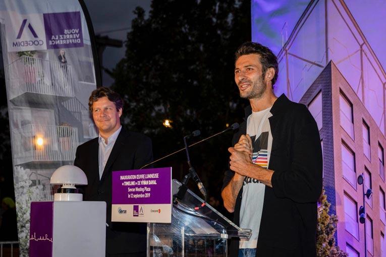 L'artiste Vivian Davla à droite et Arnaud de Labriffe, directeur régional Cogedim IDF Est, à gauche. [©Cogedim Altarea]