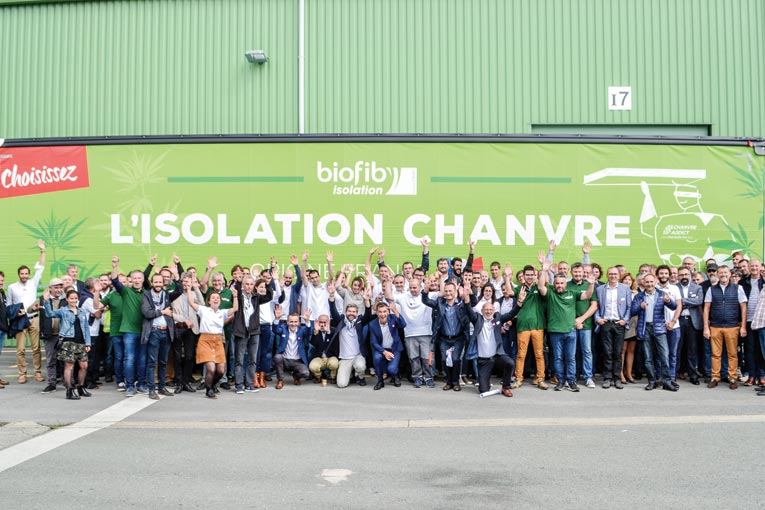 Tous les collaborateurs de Cavac Biomatériaux se sont réunis à Saint-Gemme-la-Plaine (85) pour fêter les 10 ans de la filiale.  [©Cavac]
