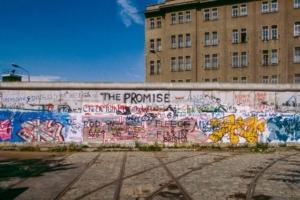 D'une longueur de 140 km, dont 43 km à l'intérieur même de Berlin, le Mur coupait près de 193 rues, lignes de tramways y compris... [©ACPresse/Frédéric Gluzicki]
