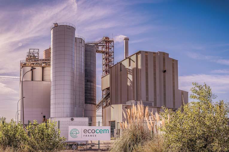 Unité de production Ecocem de Fos-sur-Mer.