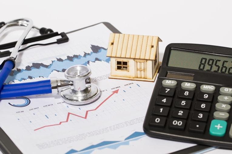 Dans le cadre d'audits énergétiques réalisés en maisons individuelles, Qualibat développe sa qualification 8731 à destination des entreprises. [©Qualibat]