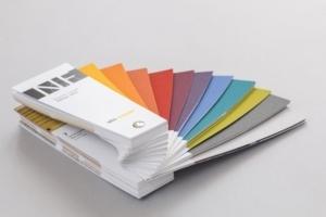 """Composé de 340 teintes, le nuancier """"Façade NF – édition 2019"""" offre un large éventail de couleurs, dont 61 nouvelles. [©Sto]"""