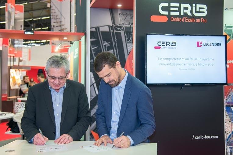 Gilles Bernardeau, Dg du Cérib, et Vincent Legendre, Pdg du groupe de BTP Legendre, lors de la signature du contrat de partenariat. [©ACPresse]