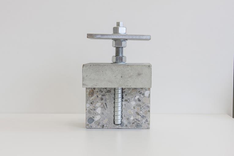 .Heco-Shrauben présente Heco Multi-Monti-plus V, une nouvelle vis à béton pour le montage à espacement de balustrades. [©Heco-Shrauben]