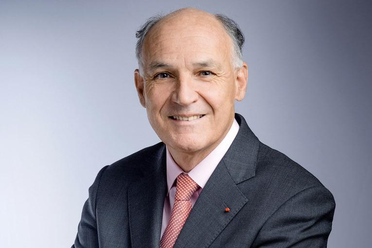 A l'occasion de l'inauguration de la nouvelle ligne de l'usine de Chemillé, Pierre-André de Chalendar, Pdg de Saint-Gobain, a affirmé que l'industrie et l'écologie étaient indissociablement liées. [©Saint-Gobain]