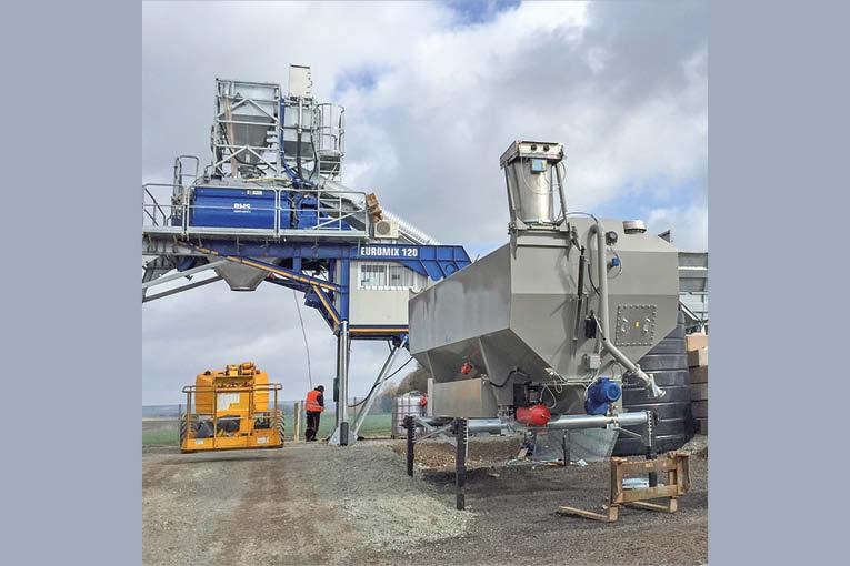 RheinMix Nisbau propose un concept de silos horizontaux qui peuvent entrer en fonctionnement sans besoin de génie civil.  [©RheinMix Nisbau]
