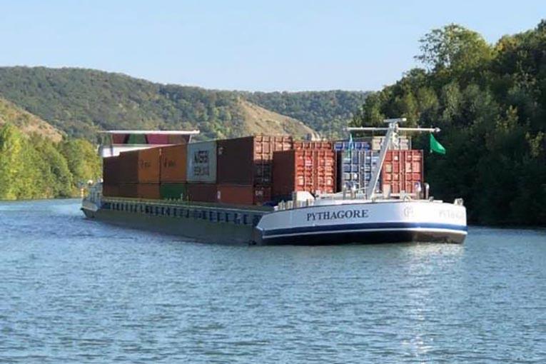 La navette fluviale relie régulièrement les ports du Havre, de Rouen et de Paris. [©Haropa]