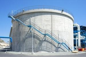 Le rôle d'un hydrofuge de masse comme le SikaControl WT 225-P est de réduire l'absorption capillaire des bétons. [©Sika]
