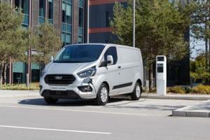 Ford propose un nouveau transit hybride et rechargeable pour les milieux urbains. [©Ford]
