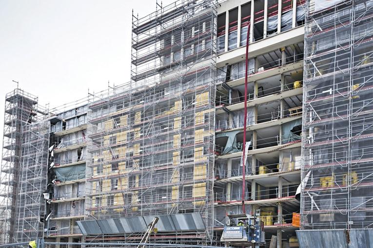 Ce projet de réhabilitation concerne une partie d'un ensemble immobilier. L'accès au chantier se fait uniquement sur cour. [©Isover-Placo]