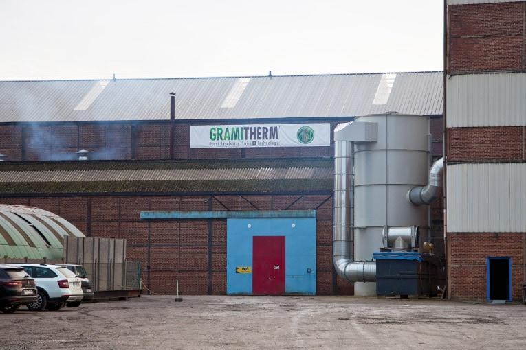 Gramitherm Europe inaugure sa toute première usine de production d'isolants à base de fibres d'herbes naturelles. [©Gramitherm Europe]