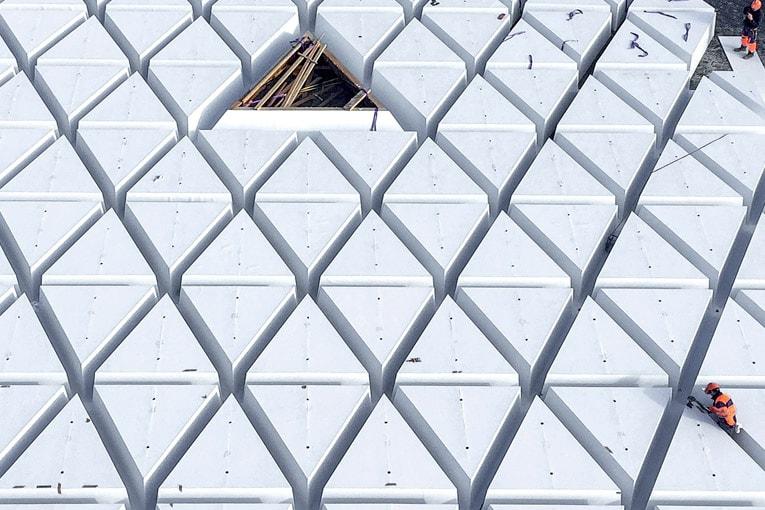 Il aura fallu 268 mannequins en forme de prisme triangulaire pour réaliser ce toit-terrasse de 1 300 m3. [©Bouygues Bâtiment Grand Ouest]