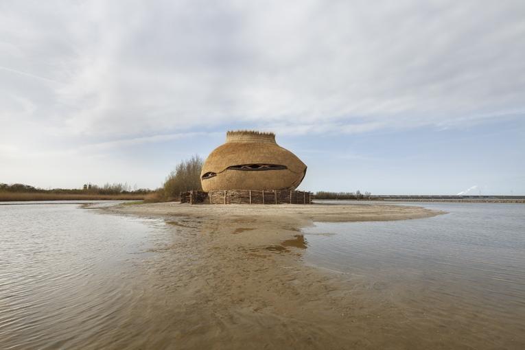 L'observatoire TIJ est posé sur le sable comme un œuf de sterne. [©Katja Effting]
